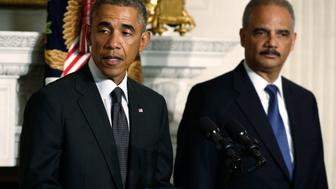 U.S. President Barack Obama (L) announces the resignation of  Attorney General Eric Holder (R) in the White House State Dining Room in Washington, September 25, 2014. REUTERS/Larry Downing (UNITED STATES  - Tags: POLITICS CRIME LAW)