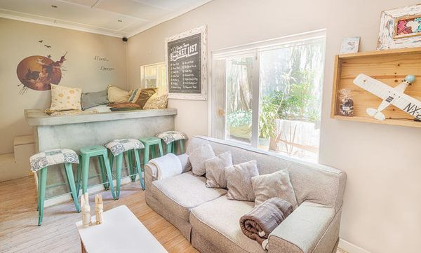 """<i>Swoon</i>.A <a href=""""http://www.hostelworld.com/hosteldetails.php/The-B-I-G/Cape-Town/59426"""" target=""""_blank"""">pool, s"""