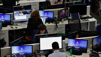 Journalists work in the newsroom at the Al Jazeera America broadcast center in New York, August 20, 2013. Al Jazeera America, a new 24-hour news channel was launched in the United States on Tuesday. REUTERS/Brendan McDermid (UNITED STATES - Tags: MEDIA BUSINESS)