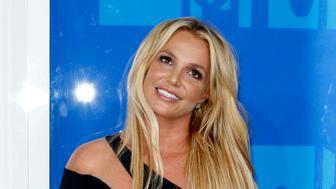 Singer Britney Spears arrives at the 2016 MTV Video Music Awards in New York, U.S., August 28, 2016.  REUTERS/Eduardo Munoz