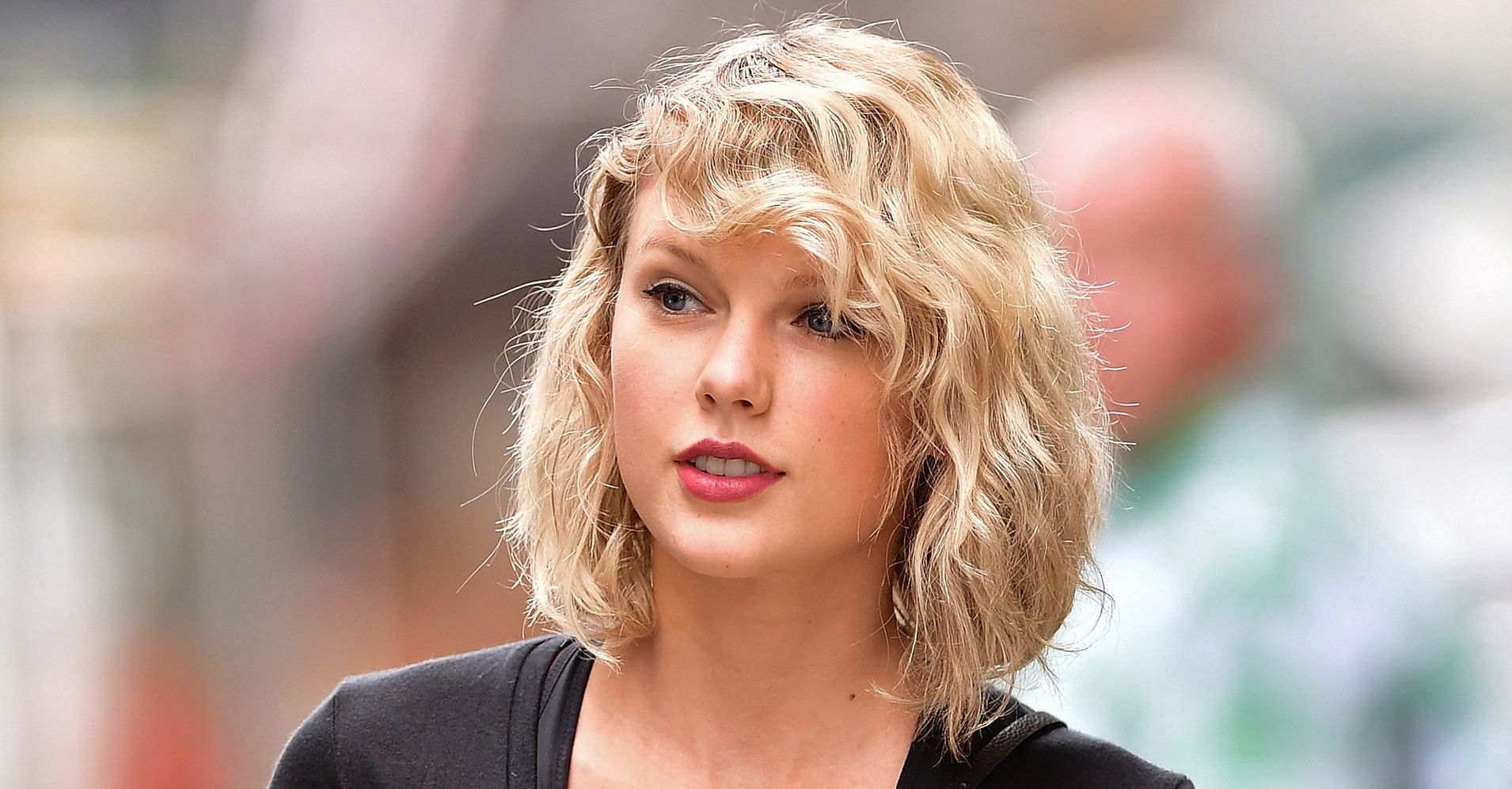 Taylor Swifts Curly Hair Has Everybody Thinking Shes Returning To