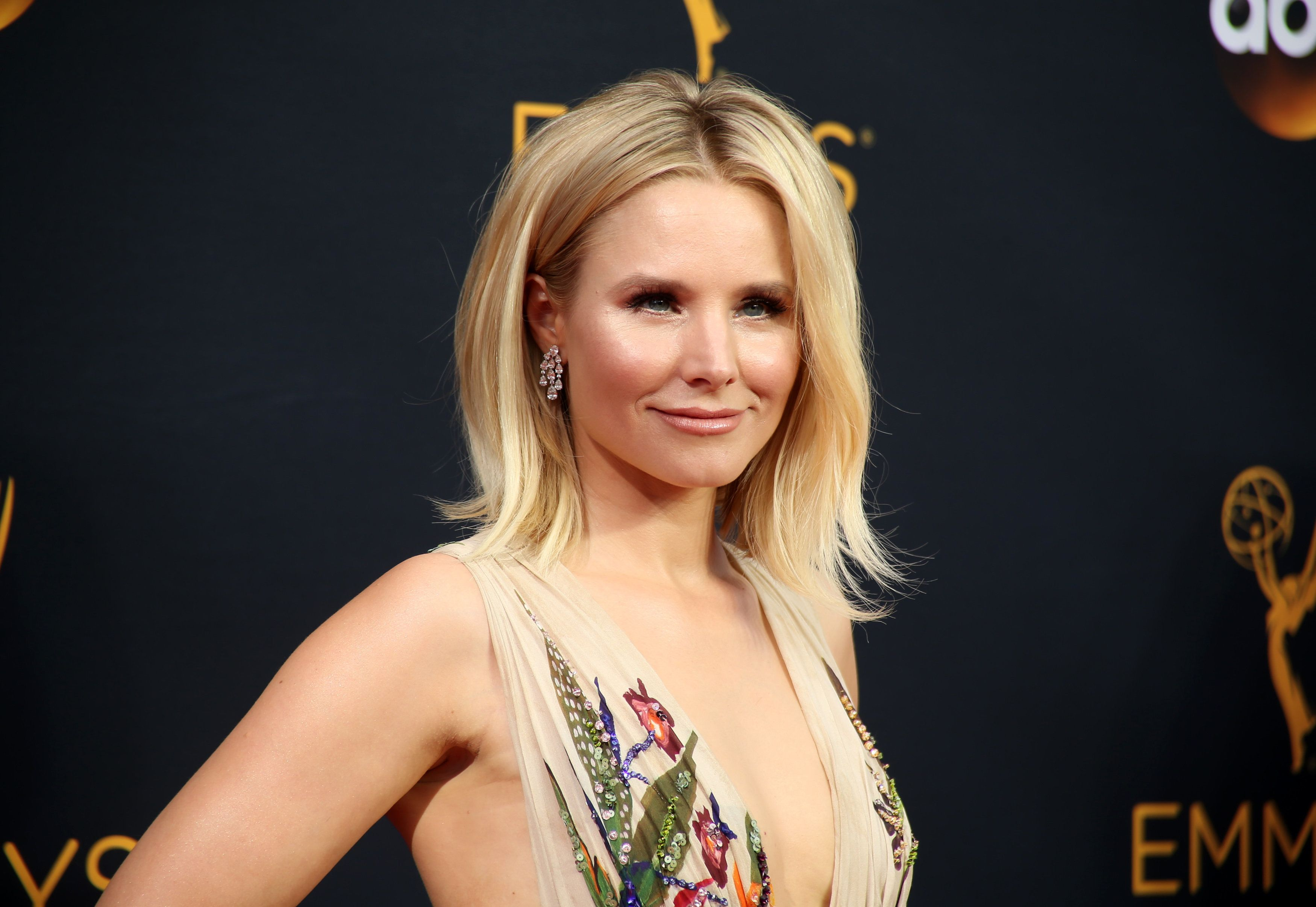 "Actress Kristen Bell, of the Showtime series ""House of Lies,"" arrives at the 68th Primetime Emmy Awards in Los Angeles, California, U.S., September 18, 2016.  REUTERS/Lucy Nicholson"