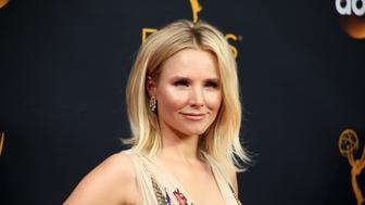 """Actress Kristen Bell, of the Showtime series """"House of Lies,"""" arrives at the 68th Primetime Emmy Awards in Los Angeles, California, U.S., September 18, 2016.  REUTERS/Lucy Nicholson"""