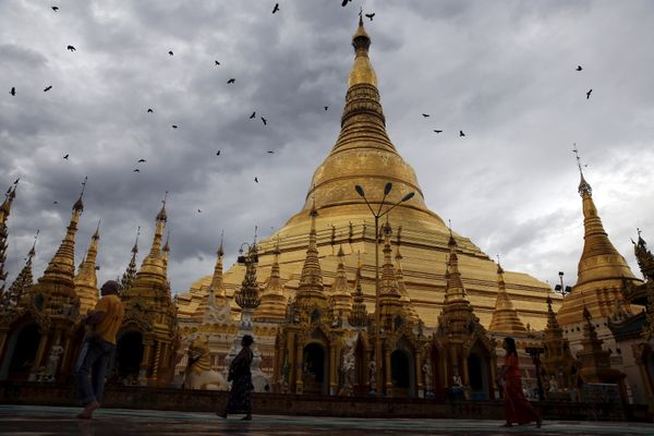 "This 2,500-year-old sacred site&nbsp;is <a href=""http://www.shwedagonpagoda.com/index.htm"">composed</a>&nbsp;of hundreds of t"