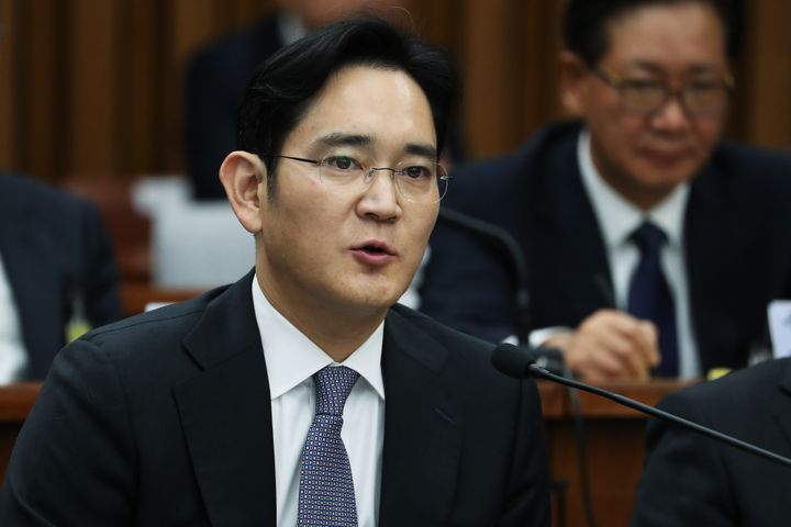 A special prosecutor in South Korea plans to seek an arrest warrant for Jay Y. Lee, co-vice chairman of Samsung Electron