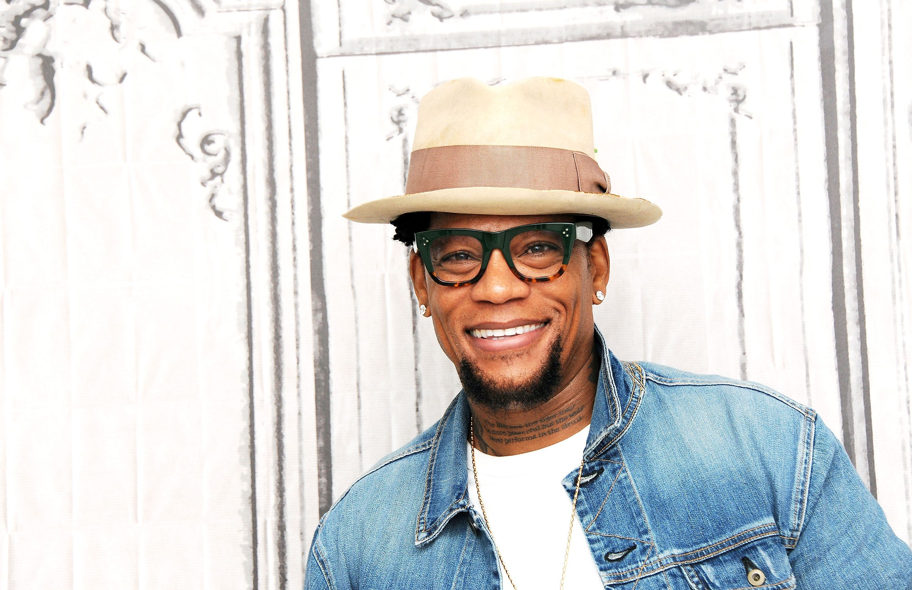 NEW YORK, NY - JUNE 07:  Actor D.L. Hughley discusses his new book, 'Black Man, White House: An Oral History of the Obama Years' during AOL Build Speaker Series at AOL Studios In New York on June 7, 2016 in New York City.  (Photo by Desiree Navarro/WireImage)