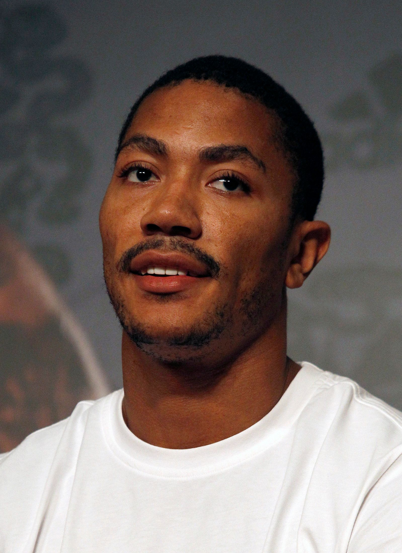 NBA basketball player Derrick Rose of the Chicago Bulls attends a news conference in Taipei August 27, 2011. Rose is on a promotional tour in Taiwan from August 27 to 28. REUTERS/Pichi Chuang (TAIWAN - Tags: SPORT BASKETBALL)