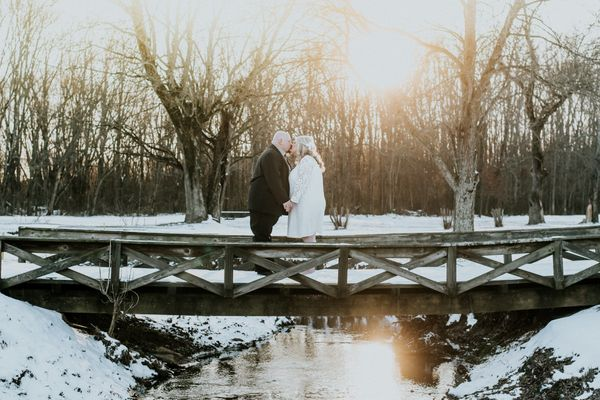 """Brent and Brittany Huskey celebrated their wedding in the beautiful Tennessee snow at Springbrook Golf and Country Club"