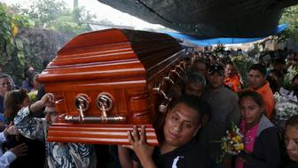 Residents and relatives carry the coffin of newly-installed Temixco mayor Gisela Mota from her home during her funeral in Temixco, south of Mexico City, after Mota was shot dead on Saturday by four armed gunmen, January 3, 2016. REUTERS/Margarito Perez