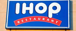 DINING BLUE BUILT STRUCTURE BUSINESS BUSINESS SYMBOLSMETAPHORS CHICAGO FOOD FOOD AND DRINK FOOD BACKGROUNDS IHOP ILLINOIS INDUSTRY PANCAKE RESTAURANT