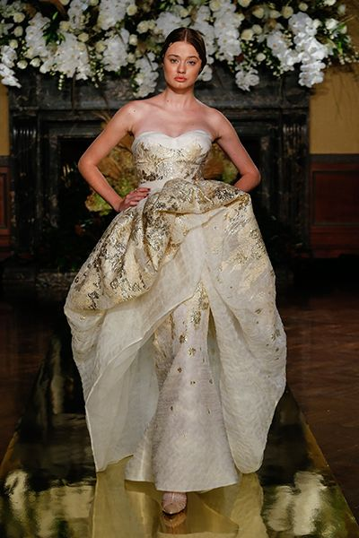 20 Metallic Wedding Gowns For Bride Who Crave That Wow Factor