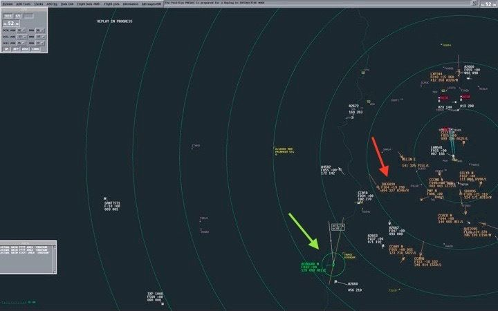 Radar at 13:52:38 military time. The Cougar helicopter is designated by the green arrow, in a green circle, and flight IB6830