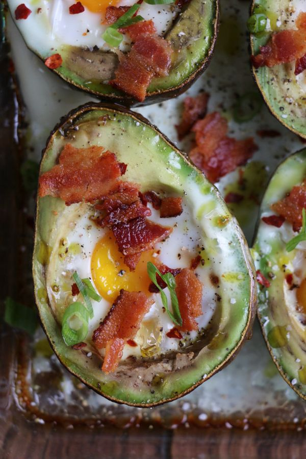 "<strong>Get the <a href=""http://hipfoodiemom.com/2017/01/02/baked-egg-avocado-boats/"" target=""_blank"">Baked Egg Avocado Boats"