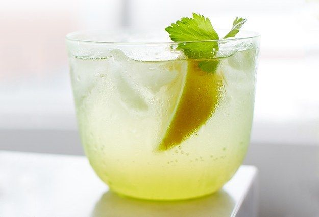 "<a rel=""nofollow"" href=""http://www.bonappetit.com/recipe/24th-street-spritz?mnid=synd_huffpotaste"" target=""_blank"">Celery syr"