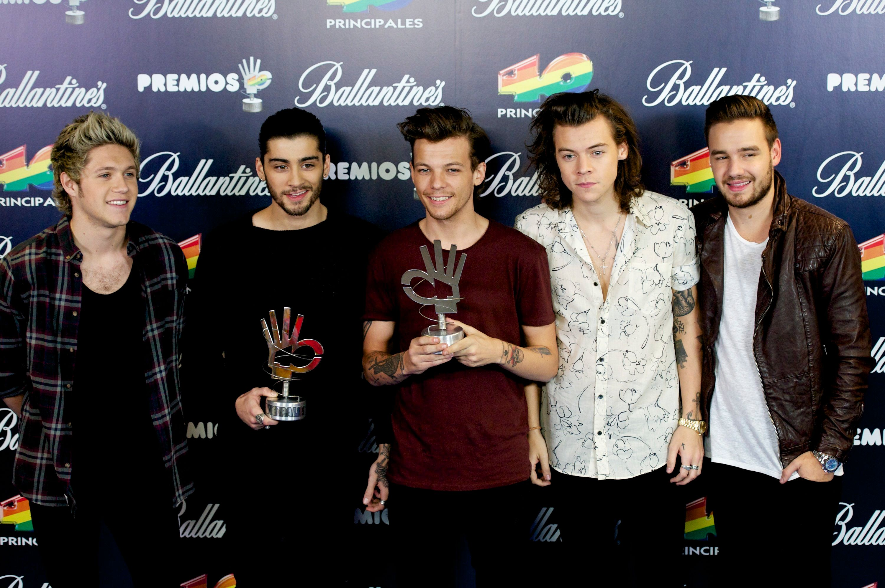 MADRID, SPAIN - DECEMBER 12:  Niall Horan, Zayn Malik, Louis Tomlinson, Harry Styles and Liam Payne of One Direction receive their awards at '40 Principales Awards 2014' at Palacio de los Deportes on December 12, 2014 in Madrid, Spain.  (Photo by Juan Naharro Gimenez/WireImage)