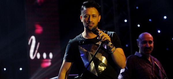 Pakistani Pop Star Interrupts ConcertAfter Seeing Sexual Harassment