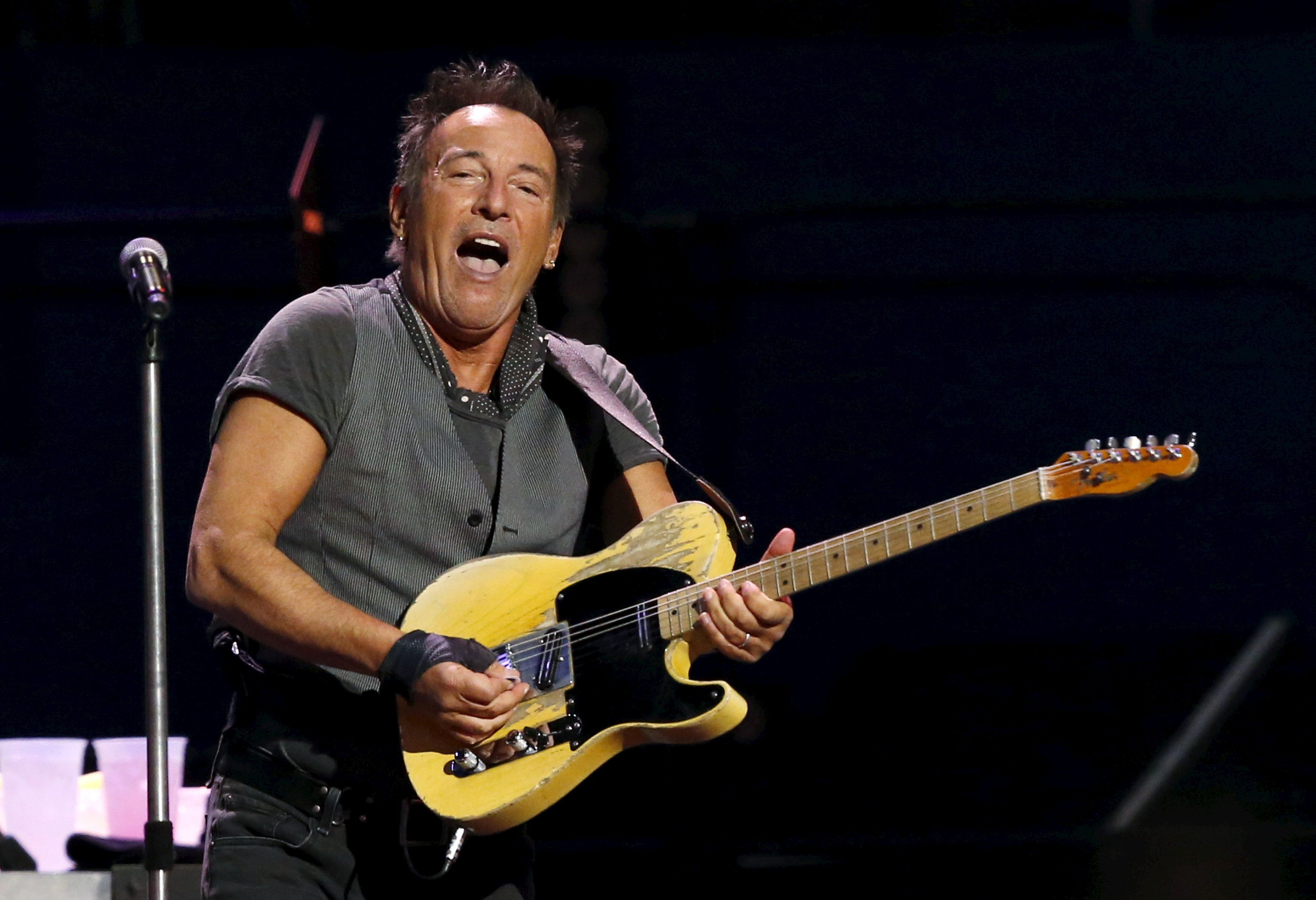 Bruce Springsteen performs during The River Tour at the LA Memorial Sports Arena in Los Angeles, California March 17, 2016.    REUTERS/Mario Anzuoni