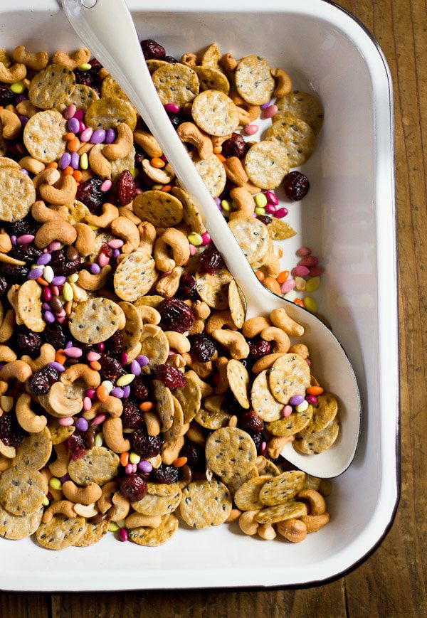 "<strong>Get the <a href=""http://www.theclevercarrot.com/2014/04/sweet-salty-snack-mix/"" target=""_blank"">Sweet And Salty Snack"