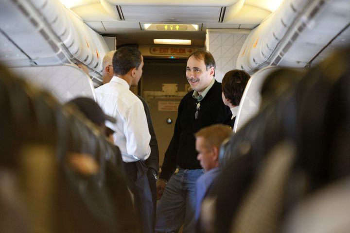 David Axelrod speaks with then-Sen. Barack Obama during a campaign flight from Boise, Idaho, to Minneapolis in Febr
