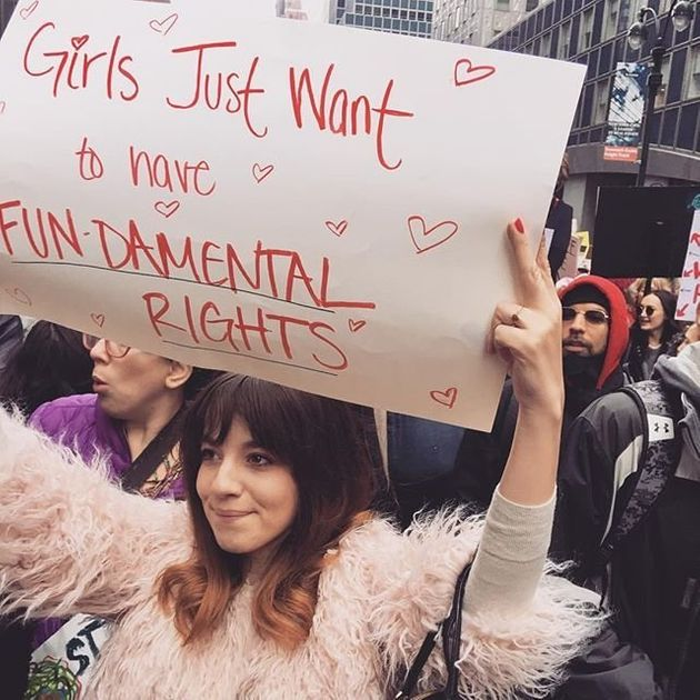 「何で私の子宮にこだわるの?」反トランプデモ、女性たちのプラカードがすごい(画像)