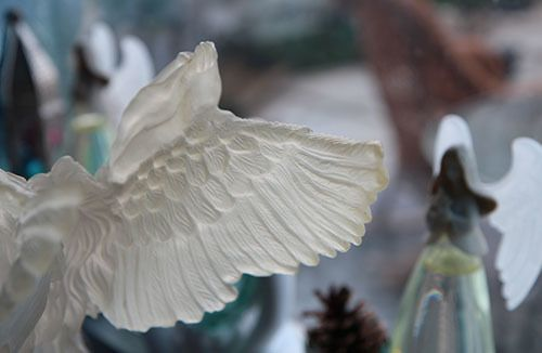 <strong>Joan flys on angels' wings.</strong>