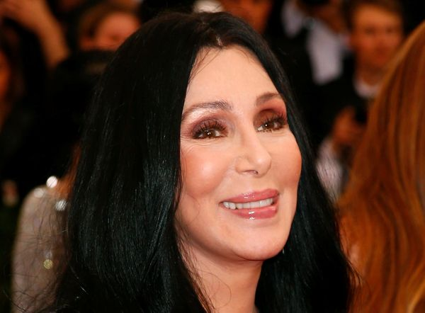 "<a href=""http://www.huffingtonpost.com/entry/cher-water-bottles-flint_us_569e5319e4b0cd99679b52bb"">The pop diva</a> led"