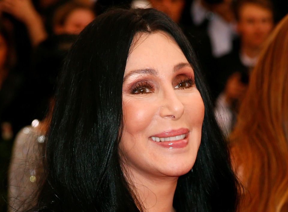 "<a href=""https://www.huffpost.com/entry/cher-water-bottles-flint_n_569e5319e4b0cd99679b52bb"">The pop diva</a> led the pa"