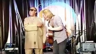 Musician Grayson Erhard was filmed performing an impromptu duet with Stevie Wonder over the weekend