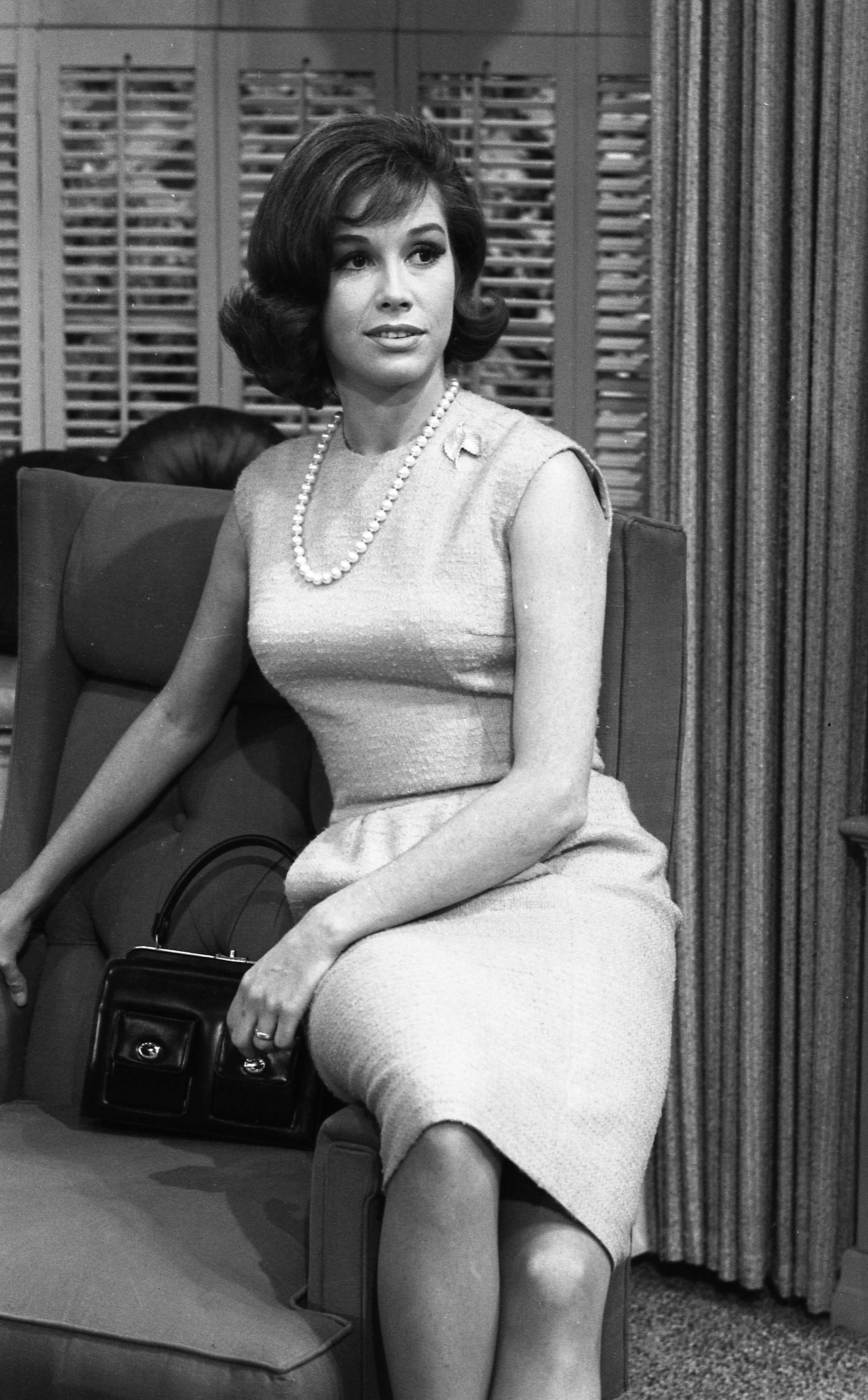 Mary tyler moore pantyhose