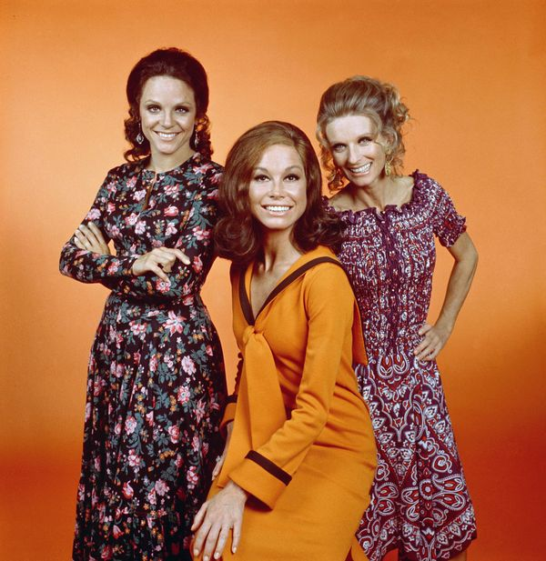 The Mary Tyler Moore Show: (From L- R) Valerie Harper as Rhoda Morgenstern, Mary Tyler Moore as Mary Richards & Cloris Le