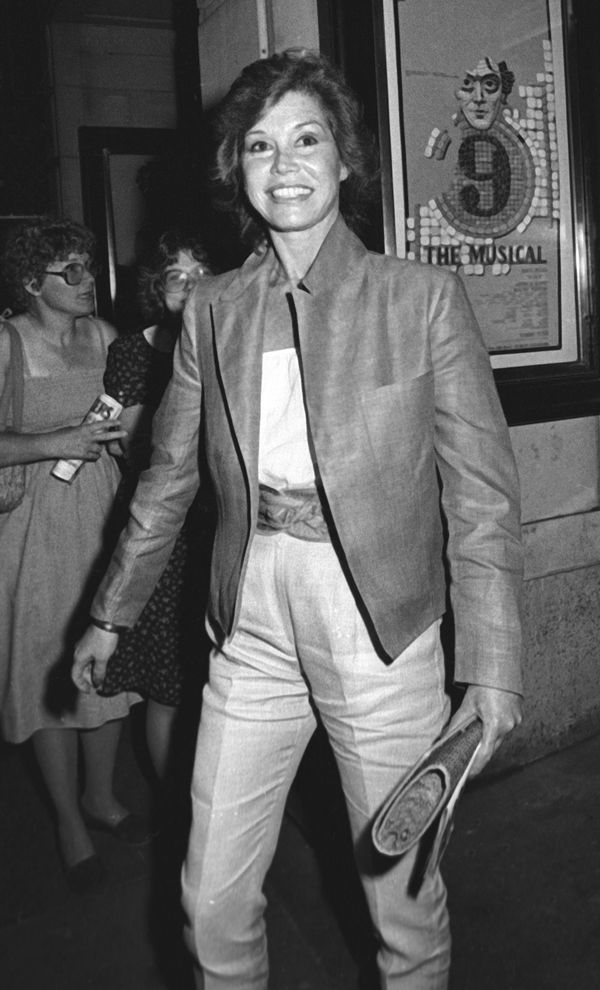 Mary Tyler Moore attends the performance of 'Nine' on July 20, 1982 at the 46th Street Theater in New York City.