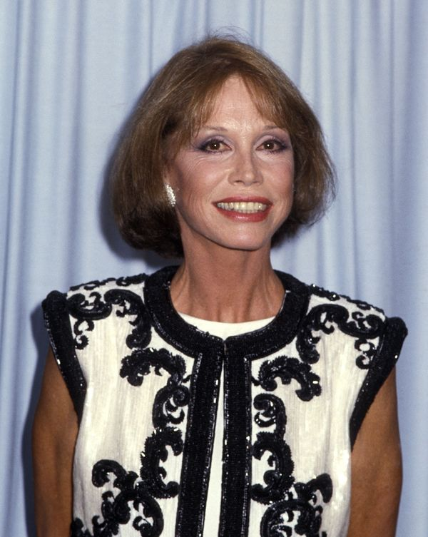 Mary Tyler Moore attends the 37th Annual Primetime Emmy Awards on September 22, 1985 at the Pasadena Civic Auditorium in Pasa