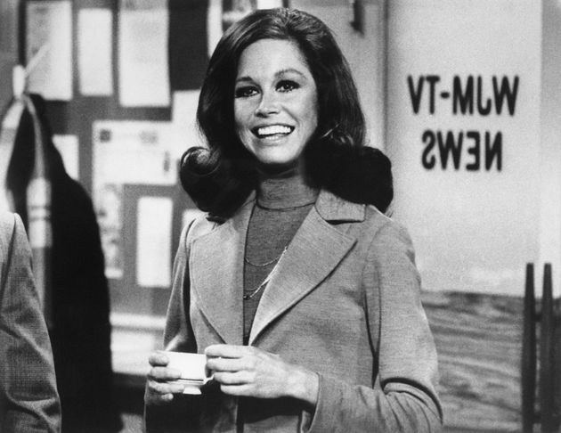 Mary Tyler Moore on set of