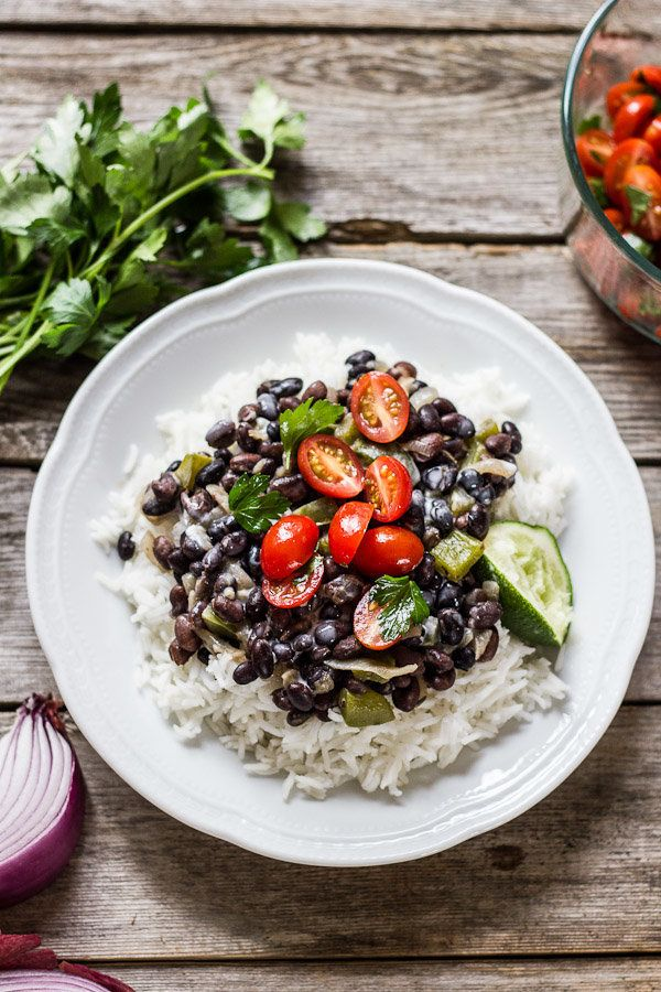 """<strong>Get the <a href=""""http://www.theclevercarrot.com/2014/05/cuban-style-black-beans-rice-with-coconut-cream/"""" target=""""_bl"""