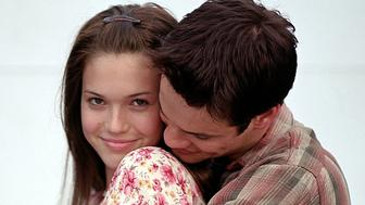 """ATTENTION: THIS PICTURE HAS BEEN BINNED, DO NOT USE. -UNDATED PUBLICITY PHOTO- Actor Shane West (R) and singer Mandy Moore, stars of the new film """"A Walk to Remember"""" are shown in a scene from the film in this undated publicity photograph.  [The film is set in a small town in North Carolina during the 1950's about the only son of a wealthy family and the daughter of the town's minister who are thrown together during the town's Christmas pageant and opens in the United States January 25.]"""