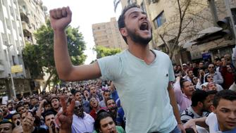 Egyptian protesters shout slogans against President Abdel Fattah al-Sisi and the government during a demonstration protesting the government's decision to transfer two Red Sea islands to Saudi Arabia, in front of the Press Syndicate in Cairo, Egypt, April 15, 2016. REUTERS/Amr Abdallah Dalsh