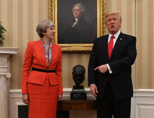 トランプ大統領、イギリスの記者からの厳しい質問を受け流す「あれについての質問か」
