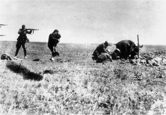 Execution of Kiev Jews by German army mobile killing units (Einsatzgruppen) near Ivangorod Ukraine