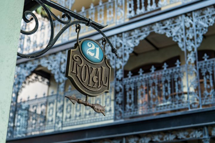 21 Royal is a new hidden dinner experience in Disneyland, tucked away in the New Orleans Square area of the park.