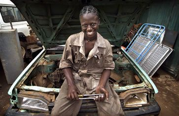 <strong>A young woman professionally trained as an auto mechanic in Kenya: Creating jobs for women poses particular challenge