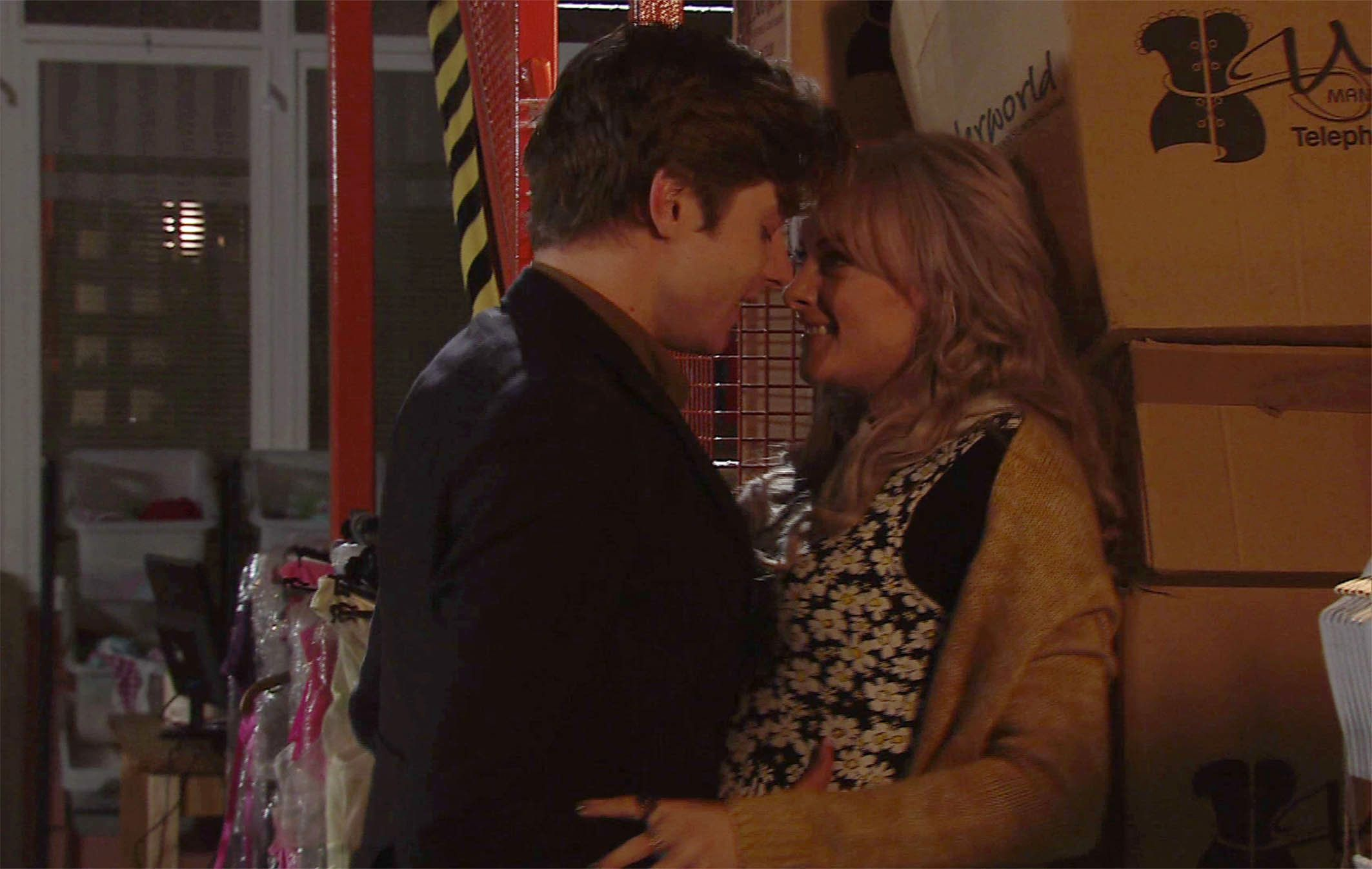 'Corrie' Spoiler! Chesney Set For Heartbreak As Sinead Cheats With