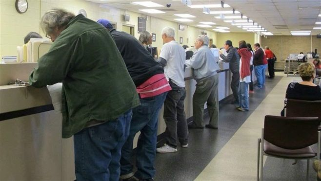 Drivers at a South Carolina Department of Motor Vehicles office during a program that allowed some people with suspended lice