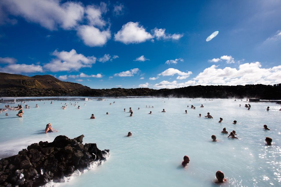 """This natural <a href=""""http://www.huffingtonpost.com/2013/11/12/blue-lagoon-iceland_n_4256506.html"""">geothermal spa</a>ha"""