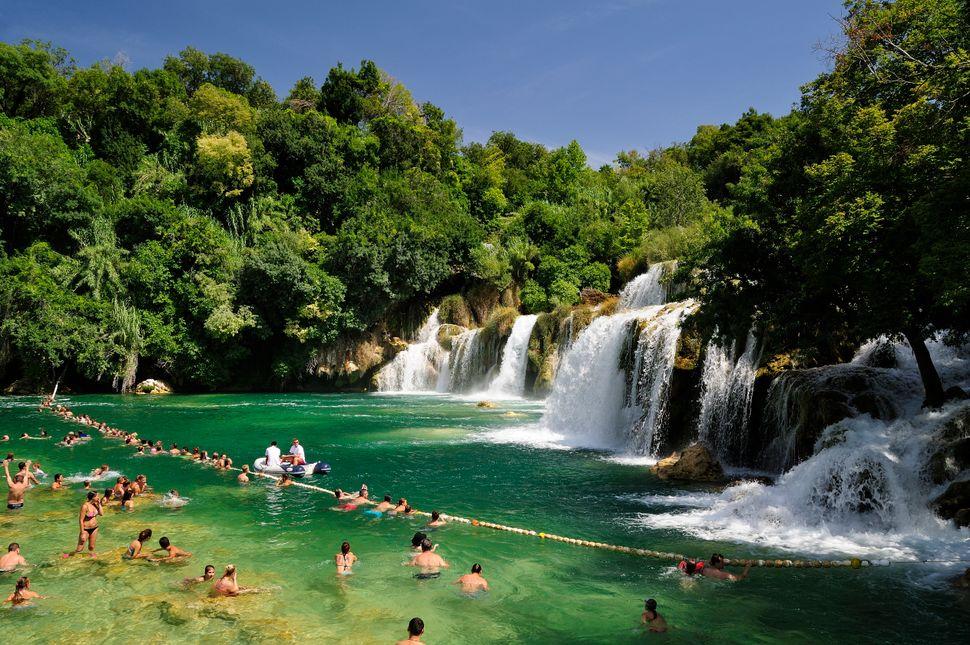 "<a href=""http://www.huffingtonpost.com/2014/05/20/skradinski-buk-croatia-wa_n_5338148.html"">Two rivers come together</a>&nbsp"