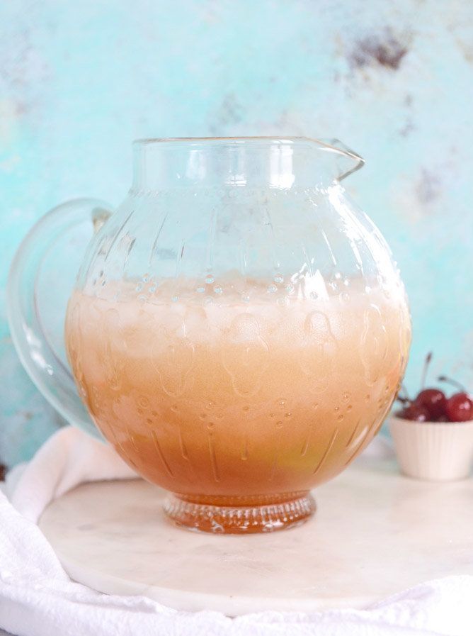 "<strong>Get the <a href=""http://www.howsweeteats.com/2016/04/amaretto-bourbon-punch/"" target=""_blank"">Amaretto Bourbon Punch"