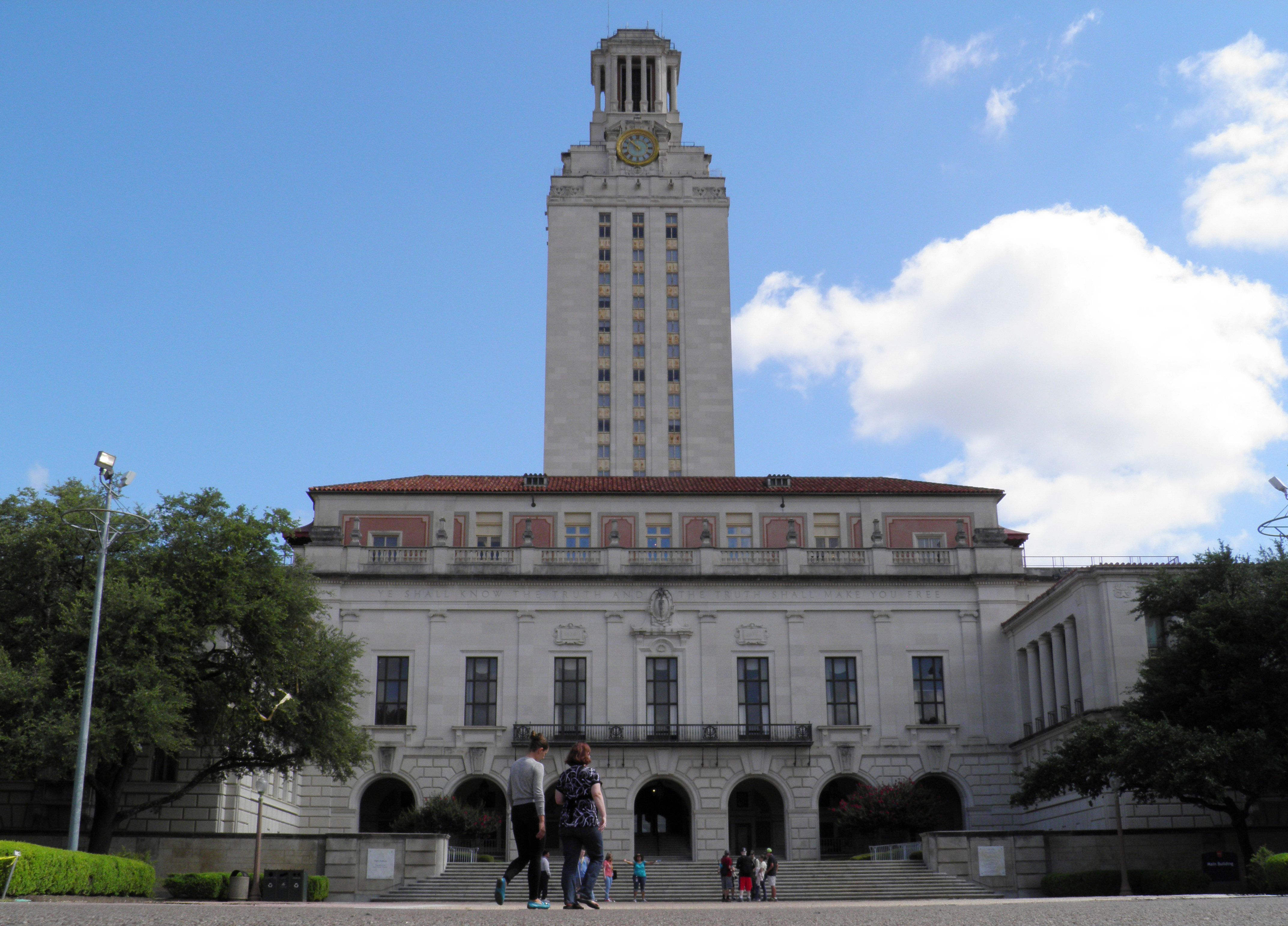 People walk at the University of Texas campus in Austin, Texas, U.S. on June 23, 2016. A U.S. district judge onMonday denied a motion from three University of Texas professors who wanted to ban guns in their classroom after the state gave some students that right under a law then went into effect this month.  REUTERS/Jon Herskovitz/File Photo
