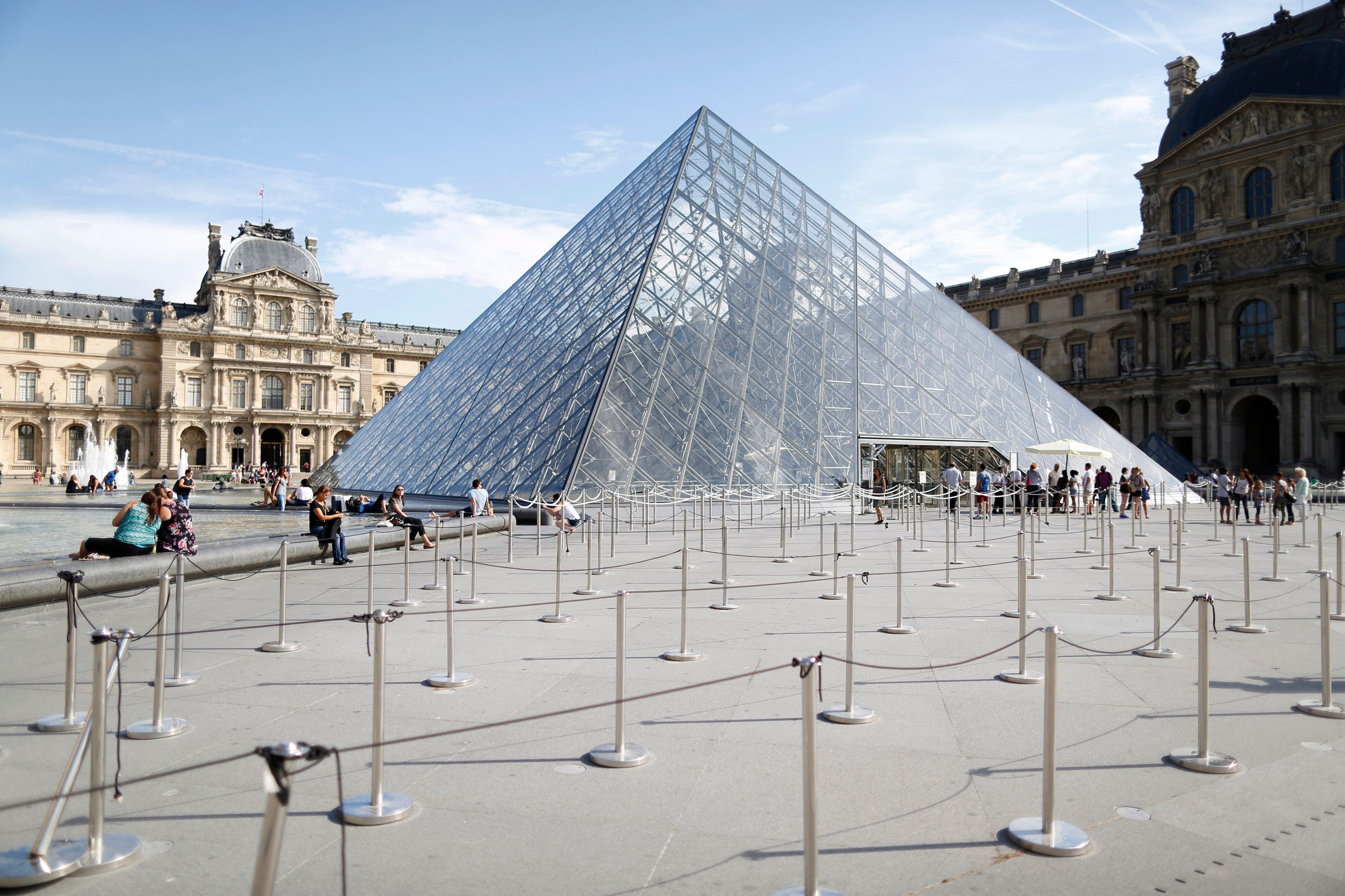 French Soldier Opens Fire After Man Tries To Enter Louvre Museum With A