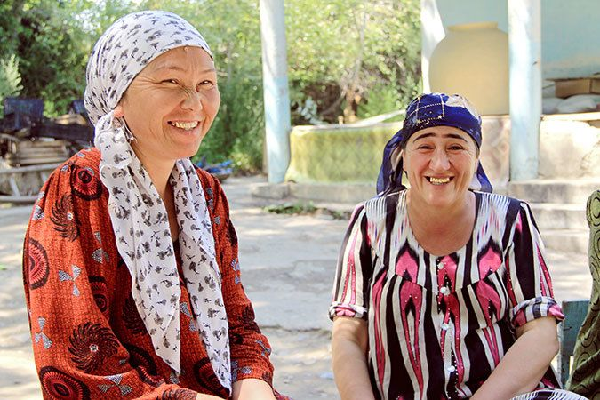 Bubuaisha Kurbanova and Nodira Avezova live on opposite sides of the Tajik-Kyrgyz border. Photo: UN Women/Aijamal Duishebaev