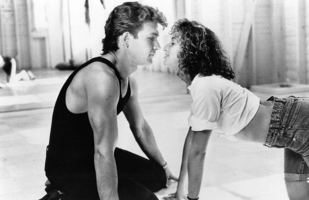 Patrick Swayze e Jennifer Grey em cena do filme