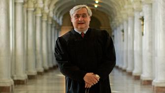 Alex Kozinski is the chief judge on the U.S. 9th Circuit Court of Appeals at the James L. Browning Courthouse in San Francisco. After 15 years of conservative appointments by George W.Bush and Bill Clinton, the once infamously liberal court has shifted to the right. Kozinski is a libertarian whose voting record is unpredictable.  (Photo by Gina Ferazzi/Los Angeles Times via Getty Images)